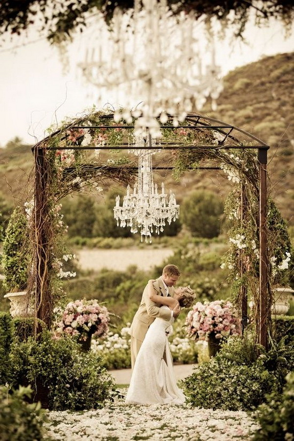 Wedding Ceremony Arch Decoration: Rustic Meets Modern.