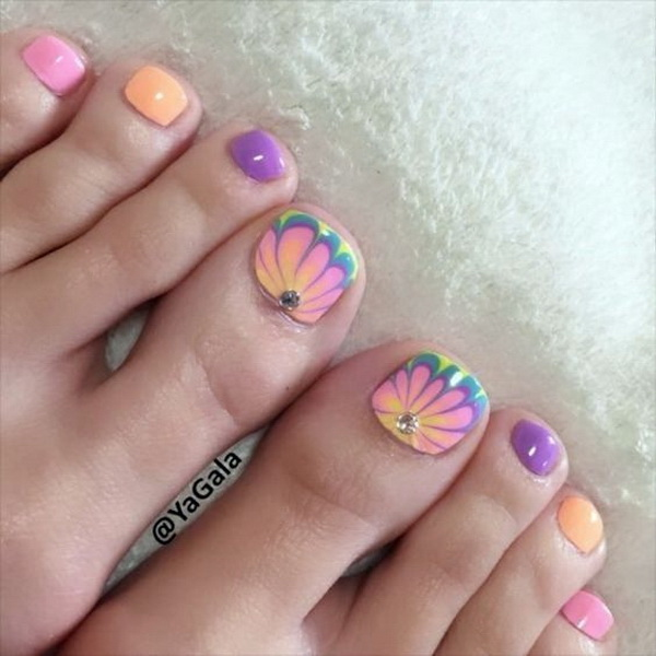 Pastel Summer Toe Nail with Floral Designs.