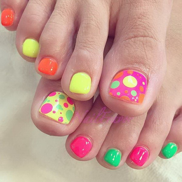 colorful polka dots toe nail design