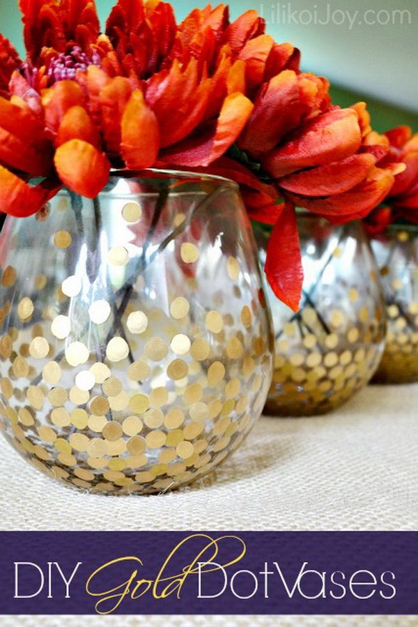 DIY Gold Dot Vases. Make these gold dot vases for the fall flowers dispalying. Super simple but elegant decor project for your fall home or wedding!