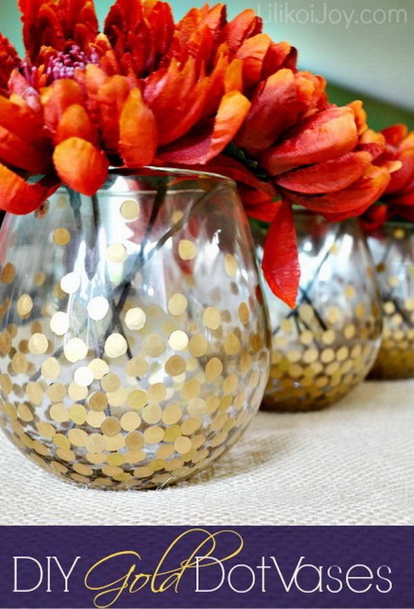 DIY Gold Dot Vases. DIY gold dotted vases to display fall flowers! Simple but elegant decor for this fall and thanksgiving season!