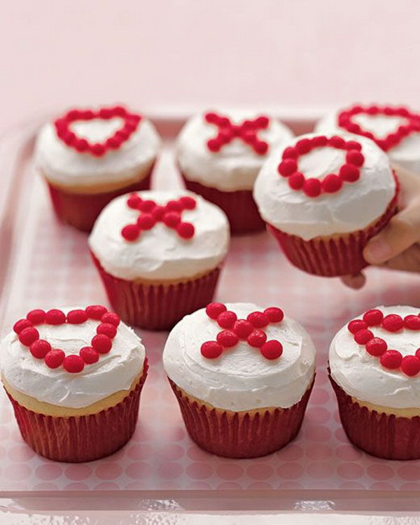 X's and O's Cupcakes.