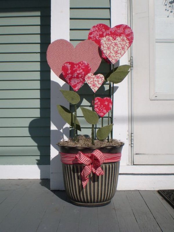 Outdoor Valentine's decoration ideas. This fabric flower pots can be perfect on your country porch this love-filled holiday. You can easily DIY with fabric heart cut outs and leaves.