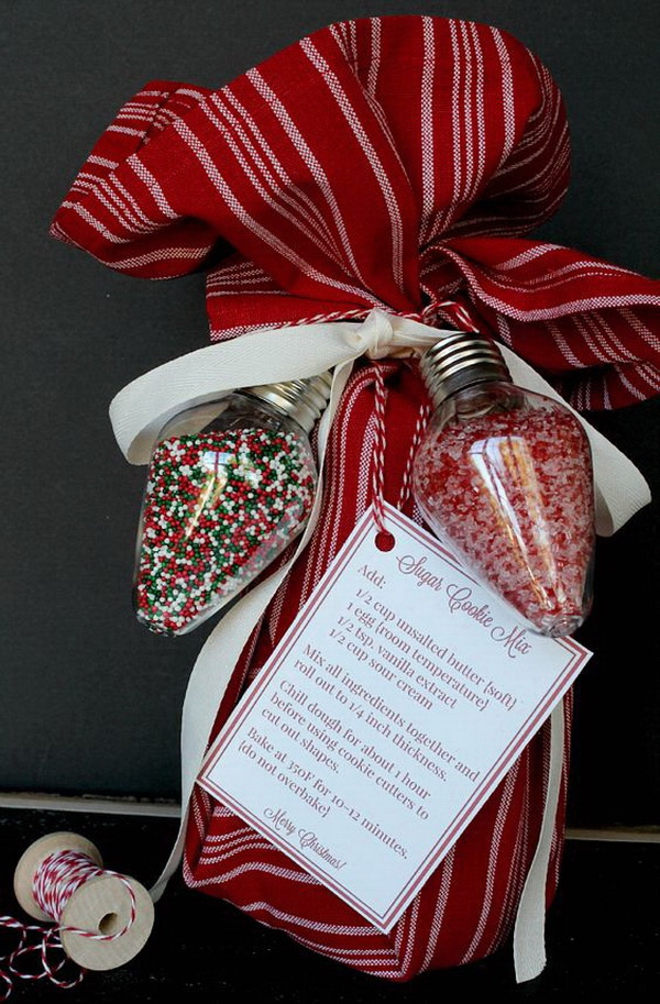 Christmas Neighbor Gift Ideas: Mason Jar Sugar Cookie Mix Kits.