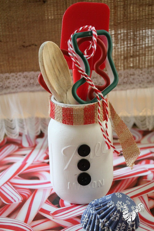 Christmas Neighbor Gift Ideas: Mason Jar Snowman