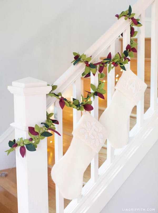 25+ Beautiful Christmas Staircase Decoration Ideas.