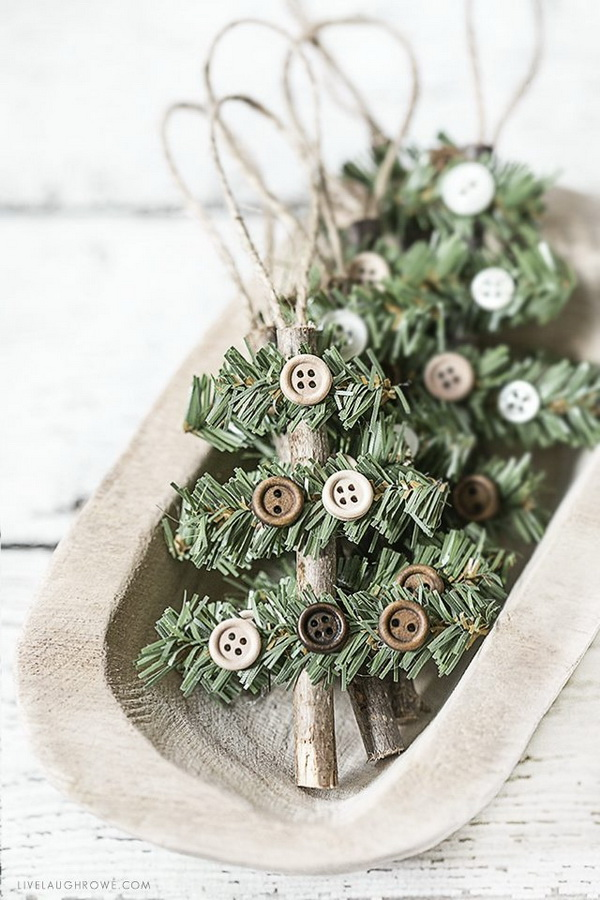 Simple and Rustic Holiday Ornament.