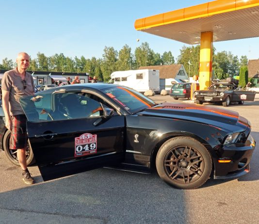 Co driver at check Point, fordmustangmagazine.com