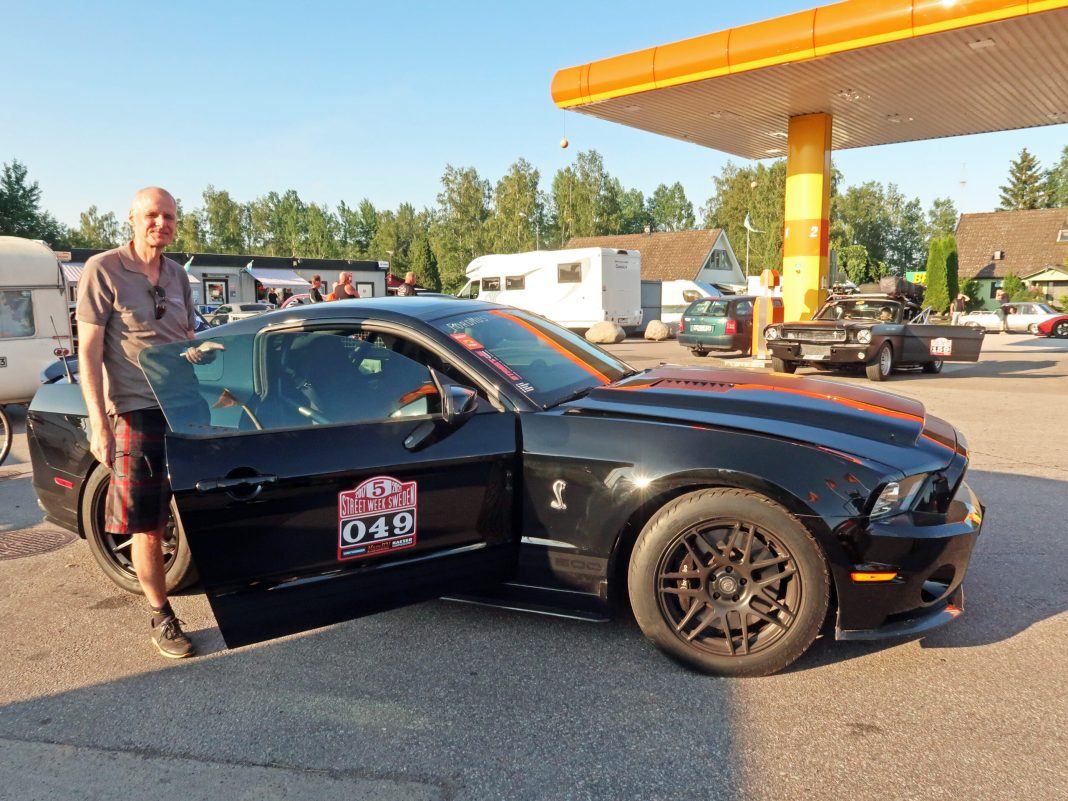 Co driver at Ingo check Point, fordmustangmagazine.com