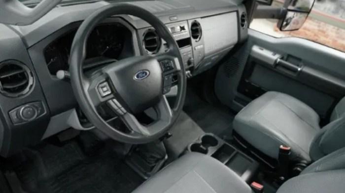 2022 Ford F750 Interior