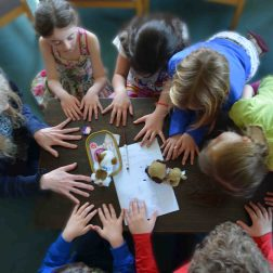 children praying hill house 2016