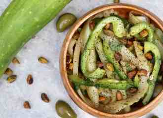 Cucumber pepper salad with pistachios