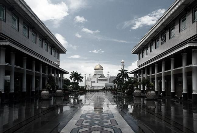Grayscale photo of the mall in front of the Brunei mosque