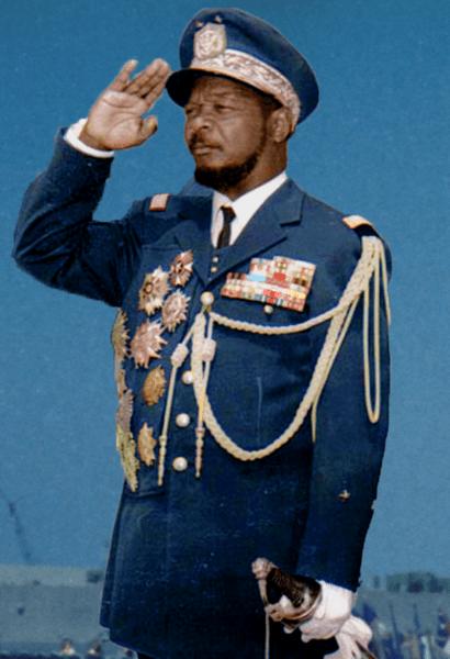 Jean-Bédel Bokassa saluting