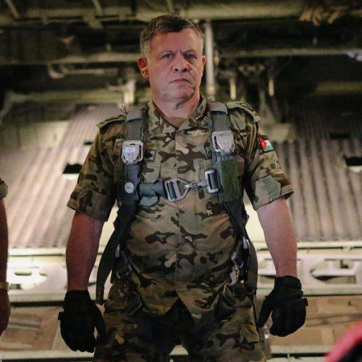 Кралят на Йордания Абдулла II преди лично да нанесе самолетни удари по позиции на ДАЕШ.