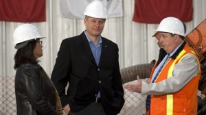 PM Harper visits Iqaliut. (C) Adrian Wyld, The Canadian Press