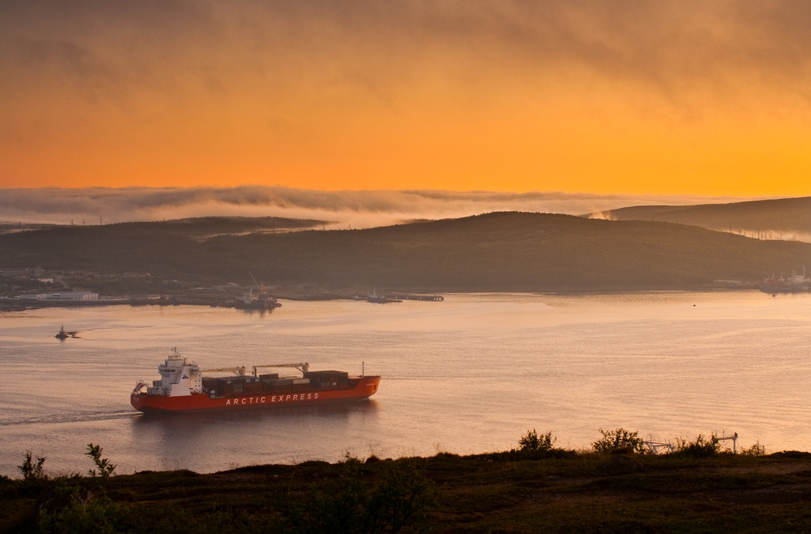 A container ship outside Murmansk. (c) Tom Thiel.
