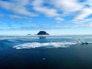 Arctic Ice. © Tunde Pescvari.