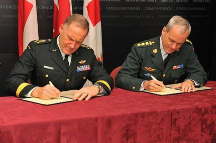 (L-R) Gen. Natynczyk, Canadian Chief of the Defence Staff and Gen. Bartels, Chief of Defence of Denmark sign a memorandum of understanding