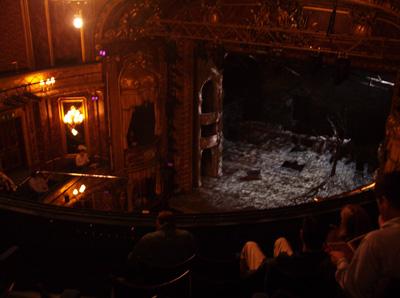 Theatre Royal Haymarket. Se sijaitsee lähellä Piccadilly Circusta.