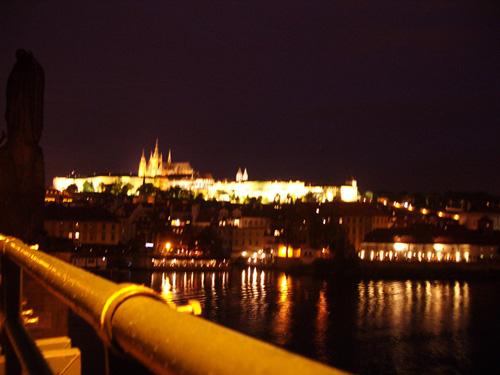 Prahan linna. Maailman suurin muinaislinna, yli puoli kilometriä pitkä. Linnan alue kattaa yli seitsemän hehtaaria.