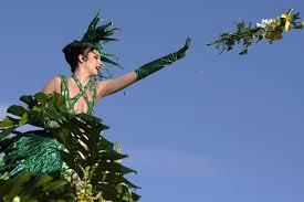 icarnival throwing flower