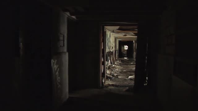 creepy-and-rundown-abandoned-building_bki5naogs__M0000