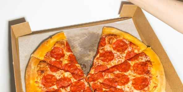 Domino's Pizza Franchise in Massachusetts Fails to Comply with FLSA