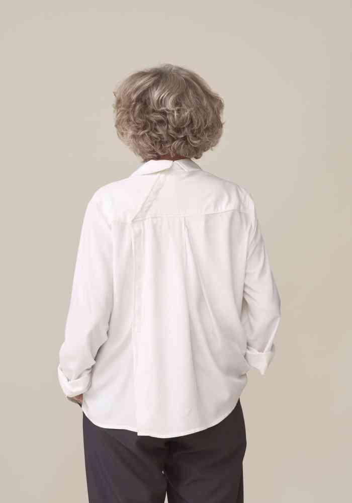 chemisier adapte pour senior dépendant facilitant l habillage par un aidant fermeture aimantée
