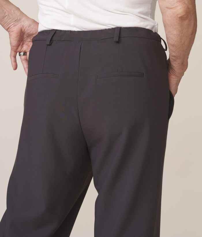 vêtements adaptés pour senior chics et confortables