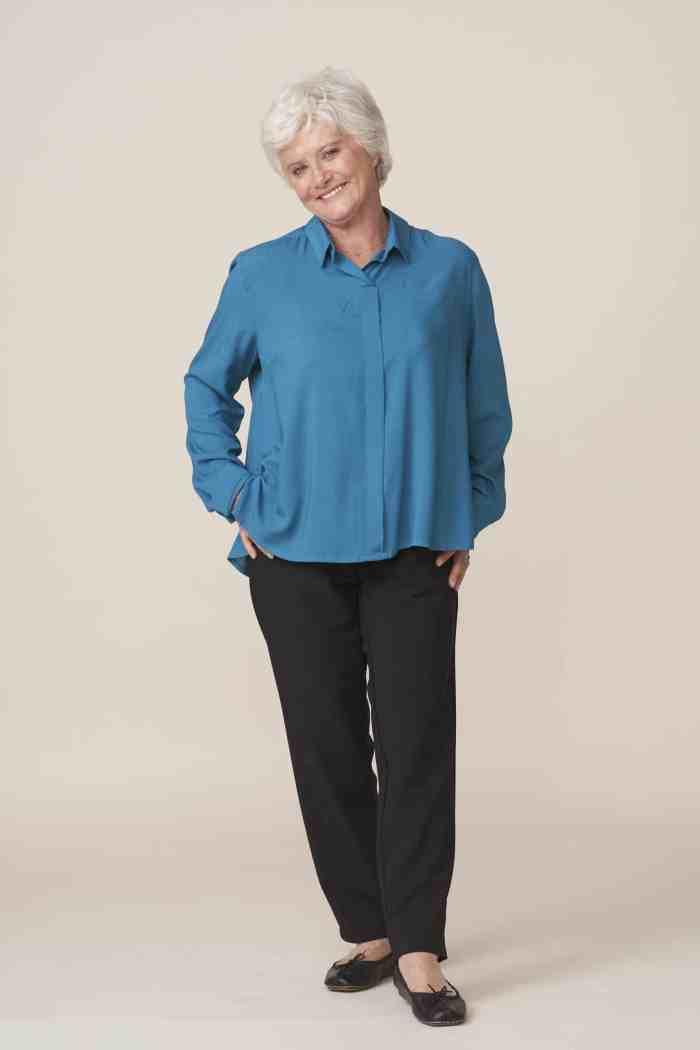 vêtements adaptés pour seniors facilitant l habillage par un aidant