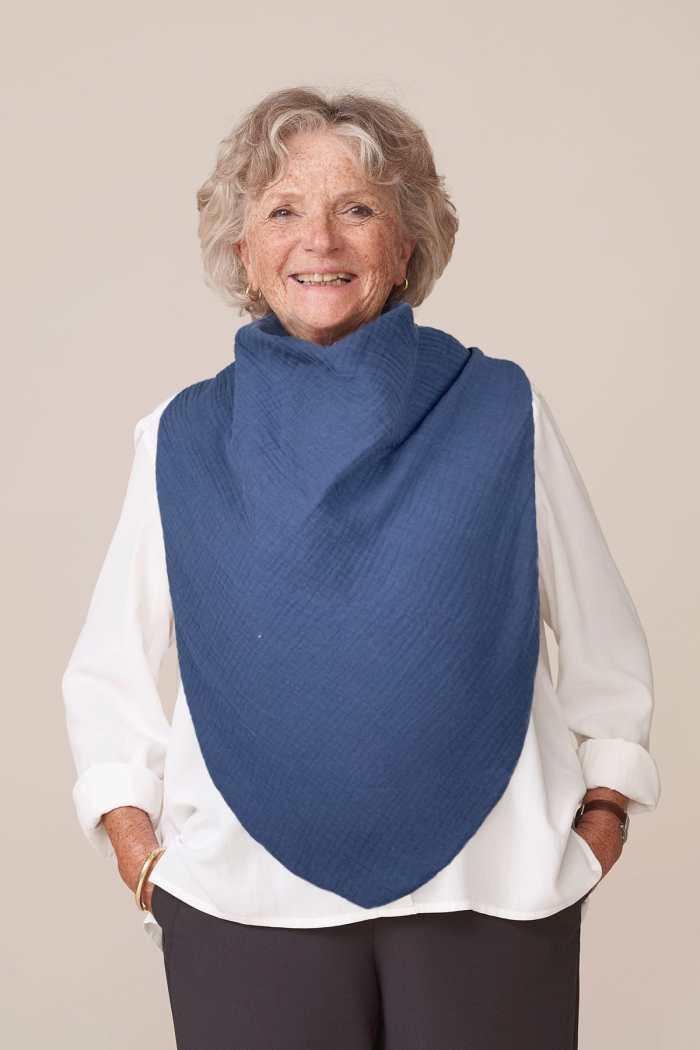 forESTIME bavoir adulte mixte pour seniors ou personnes handicapées en gaze de coton bleu indigo doublé nid d'abeille