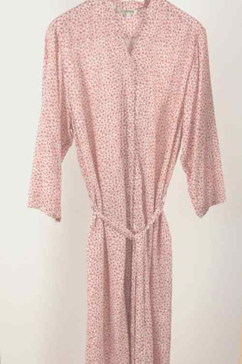 Robe chemisier pour senior imprimé rose sans boutons fermée par aimants