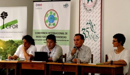 Participantes del panel especial sobre ciencia y políticas públicas organizado por CIFOR en la ciudad amazónica de Pucallpa. Foto CIFOR