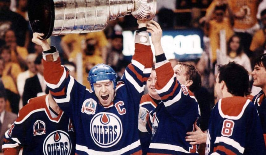 Adam Graves over anxiously reached for the Cup held by Messier (THE CANADIAN PRESS)
