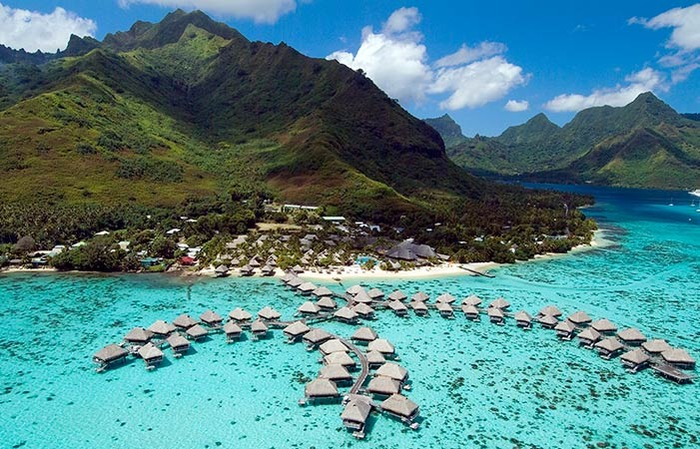 paradise-island-french polynesia-blue sea