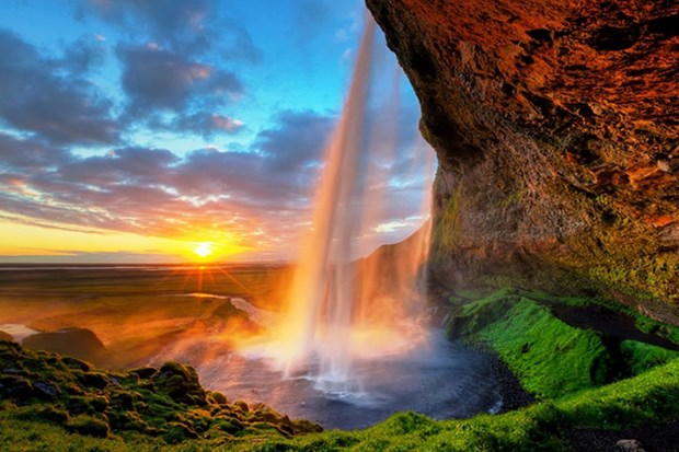 waterfall-falls-travel-iceland-best-top 10