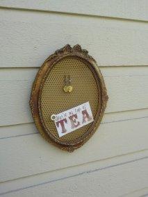 https://www.etsy.com/listing/474154432/earring-holder-oval-wood-vintage-frame?