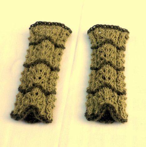 https://www.etsy.com/ca/listing/475220308/arm-warmers-handknit-with-naturally-dyed?