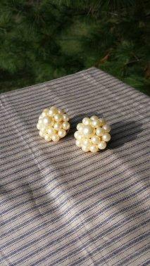 https://www.etsy.com/ca/listing/476695586/great-faux-pearl-clip-on-earrings?