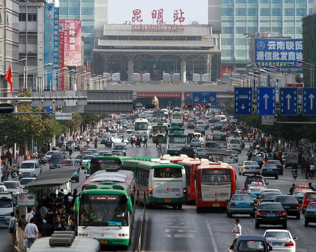1024px-Train_Station_Kunming_Yunnan_China_2008-1-625×500