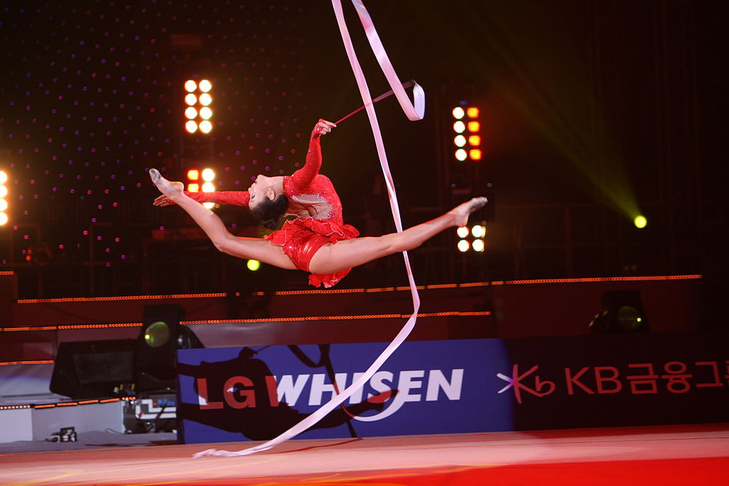 Son_Yeon-Jae_at_LG_WHISEN_Rhythmic_All_Stars_2011_99