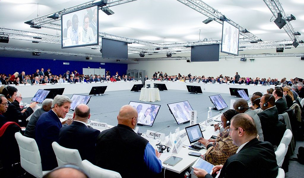 Secretary_Kerry_Joins_Plenary_Session_of_the_COP21_Climate_Change_Conference_23581886671-1024×600