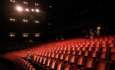 1024px-Richard_in_an_empty_theater-230×140