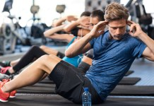 윗몸일으키기와 같은 운동을 하면서 다이어트를 하면 최고의 성형인 다이어트에 성공하게 된다.