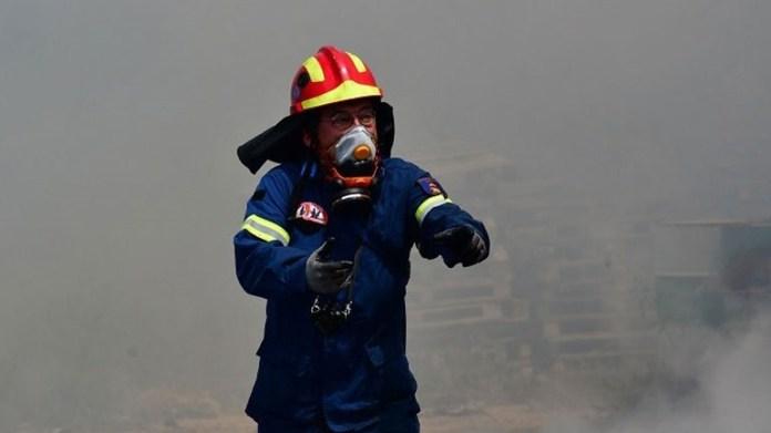 Υπό-μερικό-έλεγχο-η-πυρκαγιά-σε-υπαίθριο-χώρο-στα-Καλύβια-Αττικής