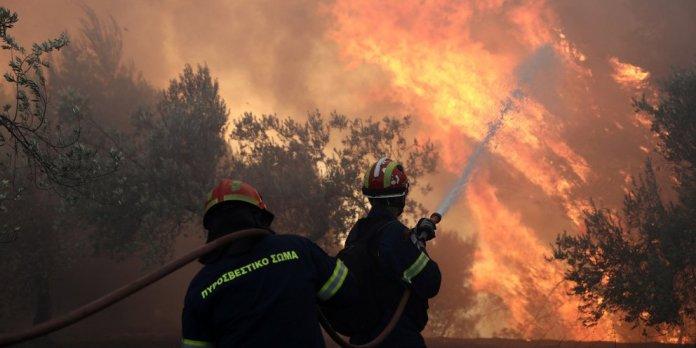 Φωτιά-στο-Βρωμοπούσι-Κερατέας-Δεν-απειλούνται-σπίτια-[βίντεο]