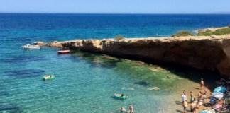 Η-παραλία-«διαμάντι»-της-Αττικής-–-Σαν-να-βρίσκεσαι-σε-νησί!