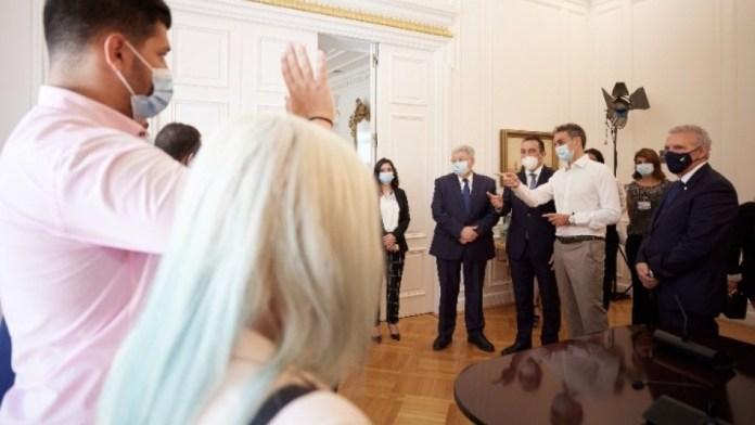 Στήριξη-Προέδρου-της-Δημοκρατίας-και-Πρωθυπουργού-στο-πρόγραμμα-nostos
