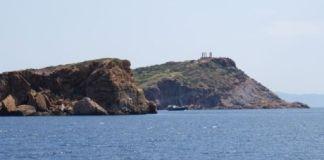 Κολύμπι-με-φόντο-αρχαιολογικούς-χώρους-στη-Λαυρεωτική